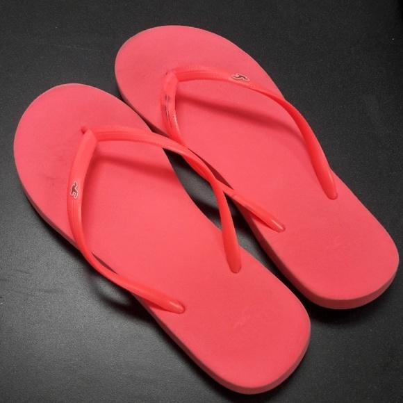 577be32434e726 Hollister Shoes - Women s sz 10 Hollister coral pink flip flops